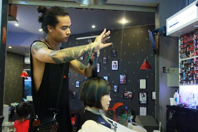 Khởi nghiệp từ nghề cắt tóc